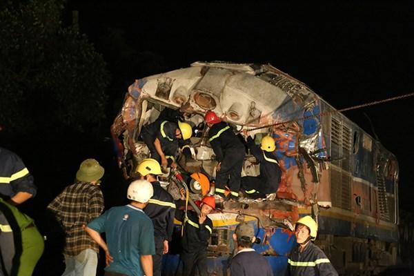 Điều trùng hợp kỳ lạ trong vụ tai nạn tàu hỏa đâm đứt đôi xe tải 4