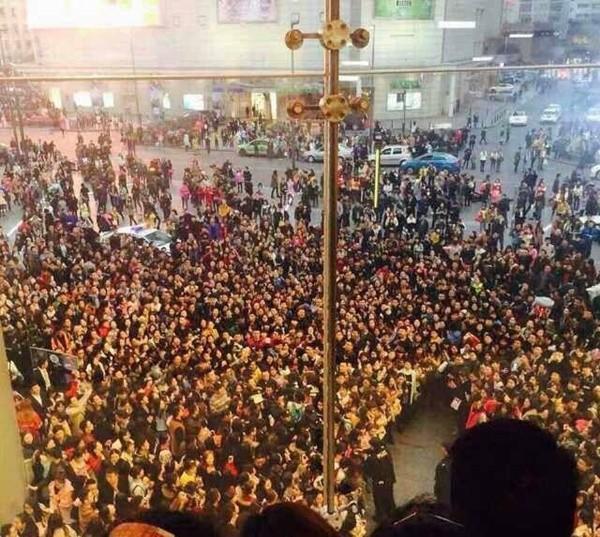 Hàng nghìn người hỗn loạn, giẫm đạp vì Phạm Băng Băng 4