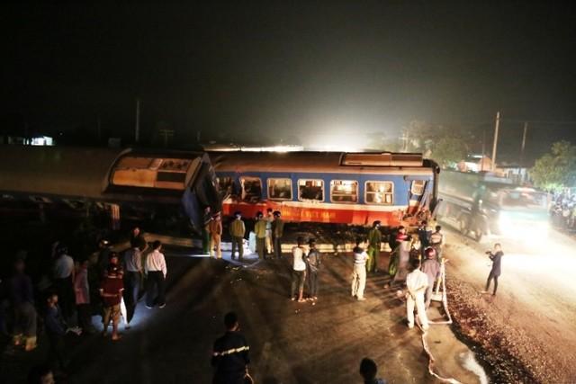 Nhân chứng bàng hoàng kể lại giây phút tàu đâm vào xe tải 5