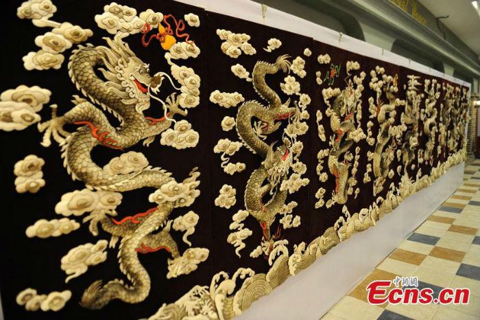 Bức tranh tường bằng da cá có giá siêu đắt 6 tỉ đồng 5