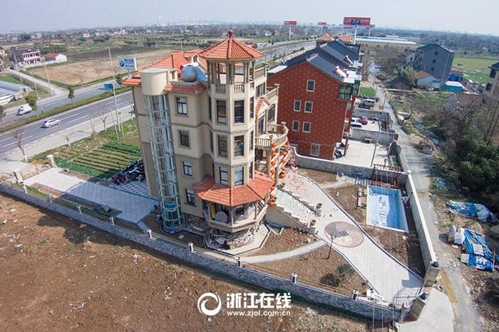 Đại gia nông dân xây biệt thự có thang máy ngoài trời để ngắm cảnh 6