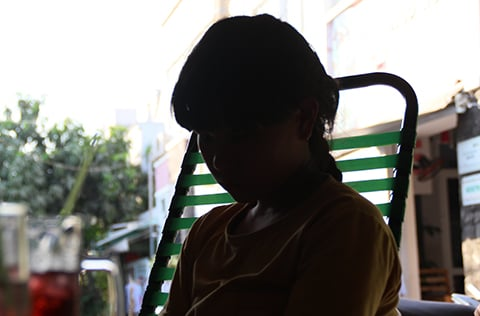 Vụ nữ sinh bị đánh hội đồng ở Trà Vinh: Vay 6 triệu đưa con đi viện 5