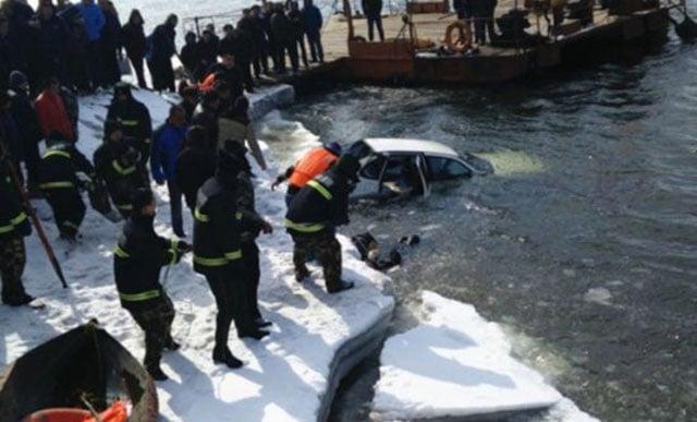 Hình ảnh Phát hiện thi thể đôi nam nữ ôm nhau trong ô tô trôi trên sông số 3