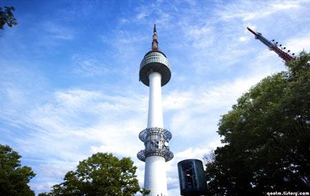 5 tháp truyền hình nổi tiếng thế giới 9