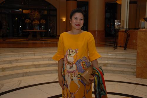Xuân Hinh diện áo dài độc đáo cùng vợ tới dự đám cưới Thanh Thanh Hiền 18