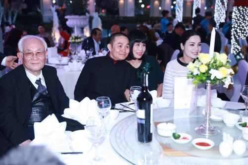 Đám cưới Thanh Thanh Hiền - Chế Phong như liveshow âm nhạc 18