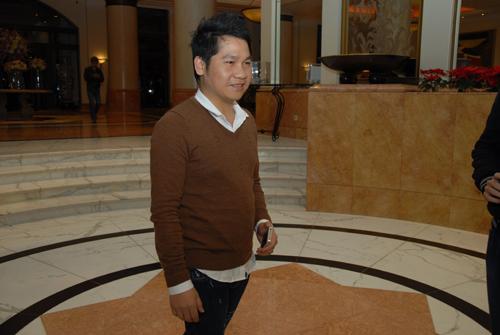 Xuân Hinh diện áo dài độc đáo cùng vợ tới dự đám cưới Thanh Thanh Hiền 14
