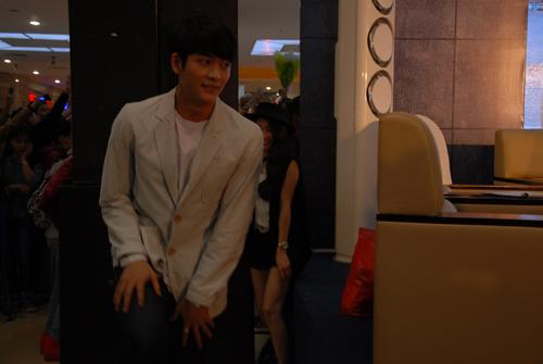 Nhã Phương thân mật tình tứ với Kang Tae Oh trước mặt người hâm mộ 7