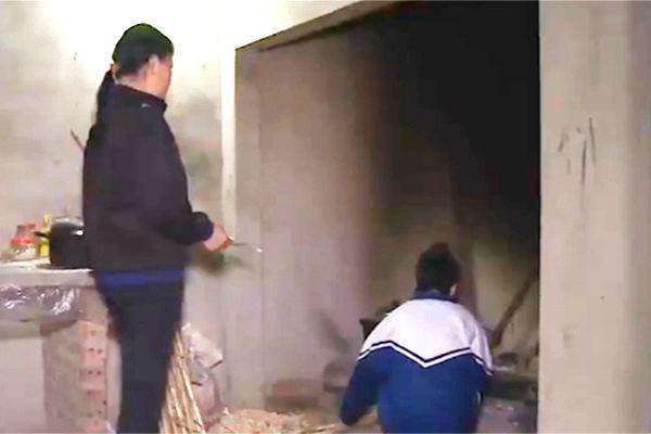 Phú Thọ: Một nữ sinh bị bạn đánh hội đồng đến cấm khẩu 5