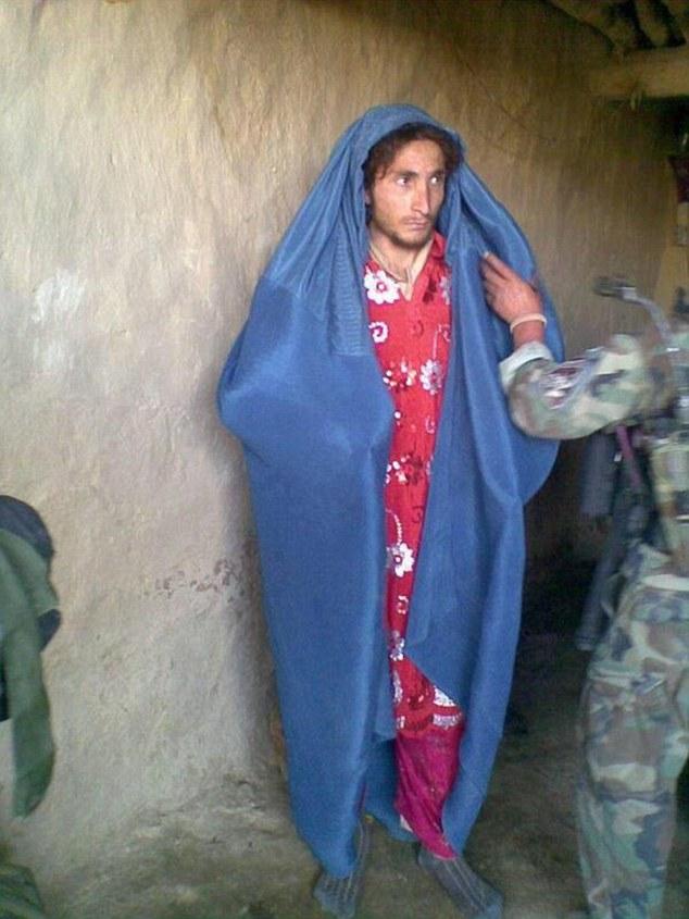 Bật cười khi thấy chiến binh IS độn ngực, mặc váy để trốn khỏi Iraq 8