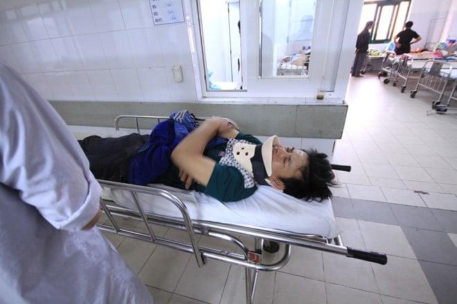 Lật xe trên Bà Nà, 16 người nhập viện 5