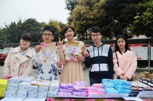 Chàng sinh viên kiếm 35 triệu/tháng nhờ mặc váy giả gái, bán đồ tế nhị 7