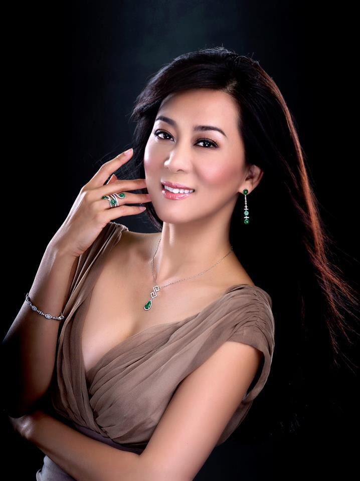 Nguyễn Cao Kỳ Duyên đẹp ngỡ ngàng ở tuổi ngũ tuần 10