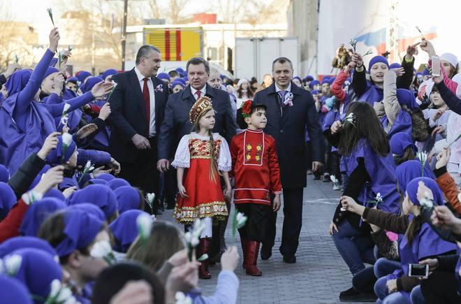 Người dân Crimea tưng bừng kỷ niệm 1 năm sáp nhập Nga 6