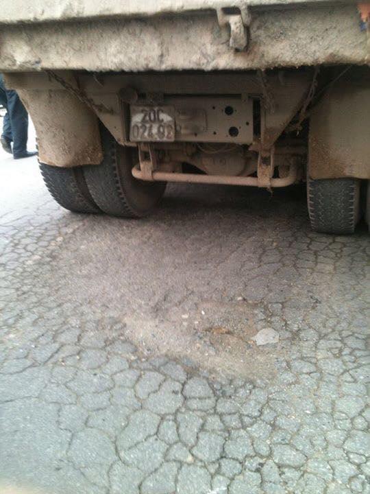 Hình ảnh Đang trên đường đi học, nữ sinh bị xe tải cán số 2
