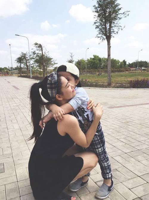 Facebook sao Việt 18/3: Siêu mẫu Ngọc Thạch khoe bụng bầu đáng yêu 8