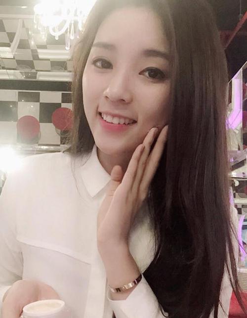 Facebook sao Việt 18/3: Siêu mẫu Ngọc Thạch khoe bụng bầu đáng yêu 6