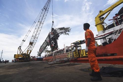 Indonesia chấm dứt tìm kiếm QZ8501, 56 nạn nhân vẫn mất tích 5
