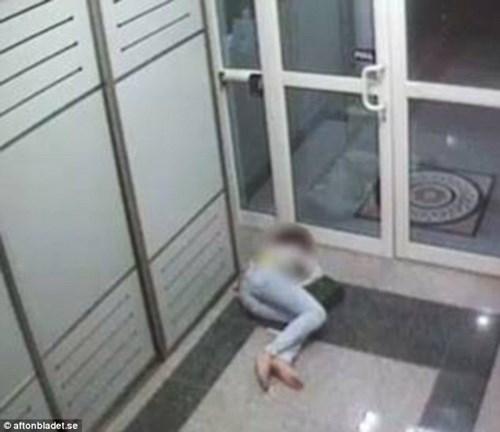 Tiếp viên hàng không say xỉn bị sếp phát hiện 7