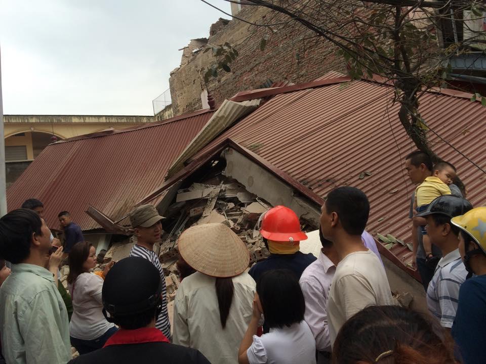 Hình ảnh Ngôi nhà 3 tầng bất ngờ độ sập giữa thành phố Bắc Giang số 2