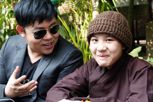 Sau Phương Mỹ Chi, Quang Lê nhận cô bé Huyền Trân làm con nuôi 5