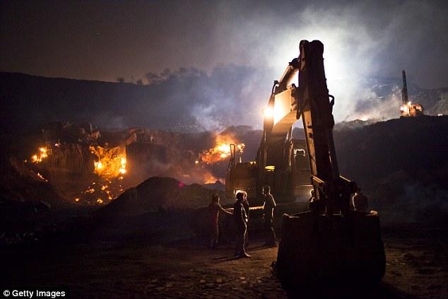 Nơi người dân chết mòn vì sống trên đống lửa suốt một thế kỷ 5