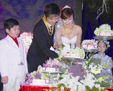 Đám cưới đại gia Việt: Cô dâu chú rể dát 100 cây vàng lên người 7