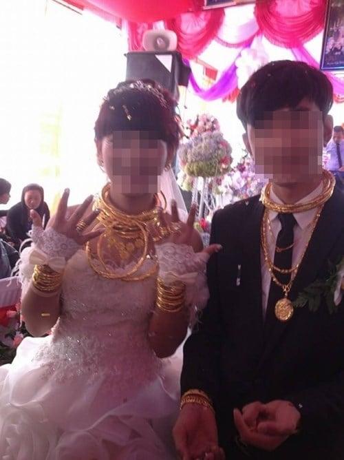 Đám cưới đại gia Việt: Cô dâu chú rể dát 100 cây vàng lên người 10