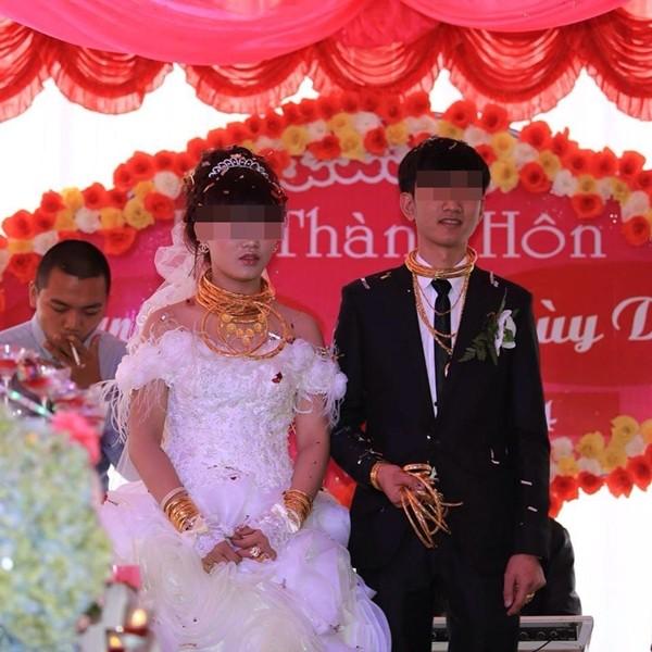 Đám cưới đại gia Việt: Cô dâu chú rể dát 100 cây vàng lên người 9