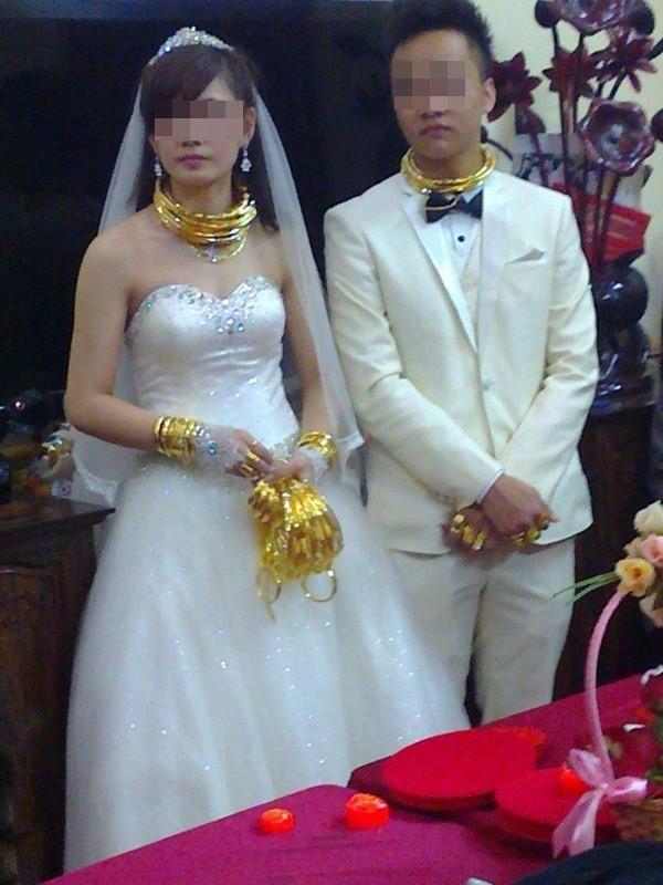 Đám cưới đại gia Việt: Cô dâu chú rể dát 100 cây vàng lên người 6