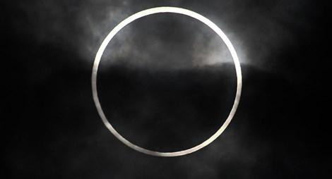 Chiêm ngưỡng hiện tượng nhật thực toàn phần duy nhất trong năm 4