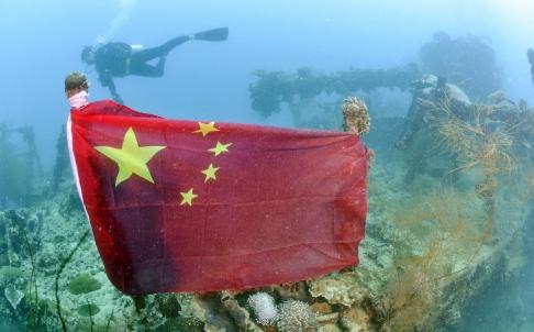 Thợ lặn giăng cờ TQ trên xác tàu chiến Nhật, căng thẳng lại tăng cao 5