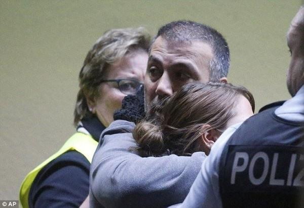 Thân nhân hành khách Airbus A320 bàng hoàng, đau đớn tại sân bay 6