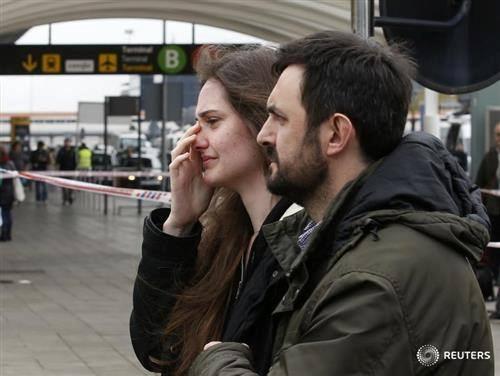 Thân nhân hành khách Airbus A320 bàng hoàng, đau đớn tại sân bay 13