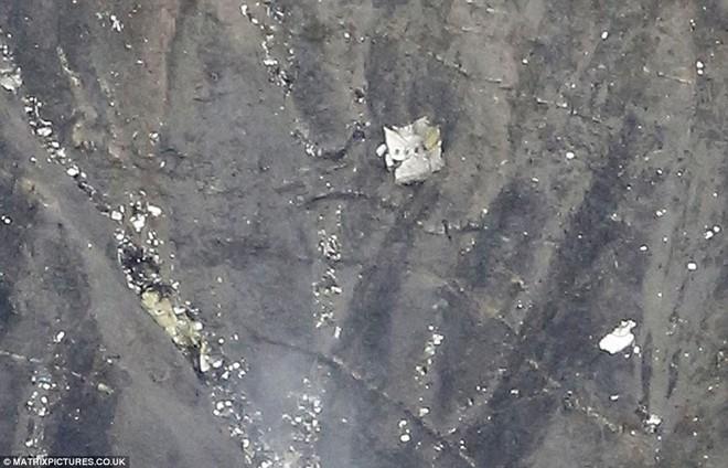 Những hình ảnh đầu tiên tại hiện trường máy bay chở 150 người gặp nạn 7