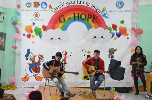 Guitar từ thiện: Niềm vui cho các em nhỏ chất độc màu da cam 4