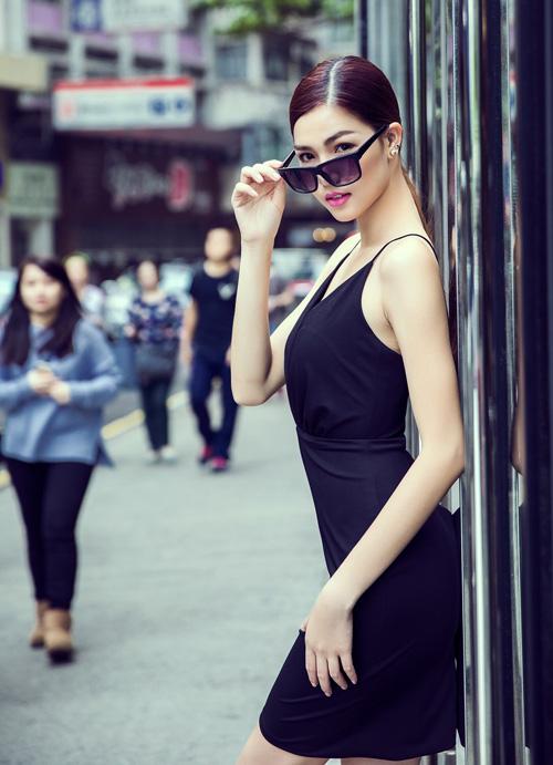 Siêu mẫu Châu Á Kỳ Hân khoe dáng trên phố Tây 8