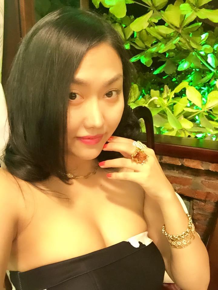 Vợ chồng Phi Thanh Vân vàng đeo