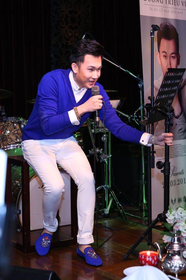 Mai Hồ 'hở táo bạo' tới mừng Dương Triệu Vũ ra mắt album 8