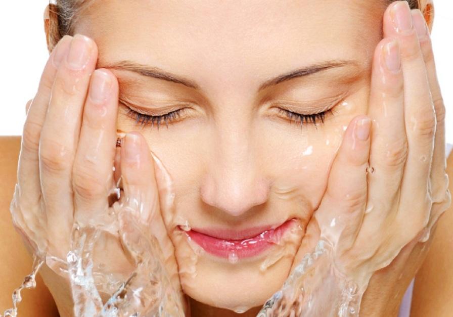 6 sai lầm khi rửa mặt tàn phá làn da của bạn 4