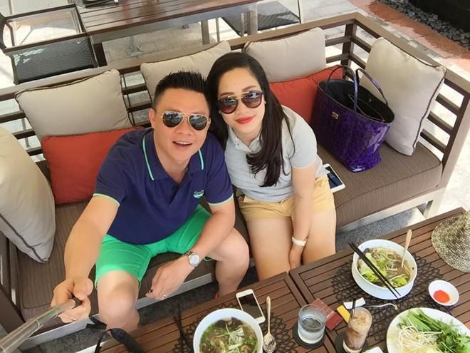 BTV Quang Minh khoe vợ trẻ xinh đẹp kỷ niệm 8 năm ngày cưới 5