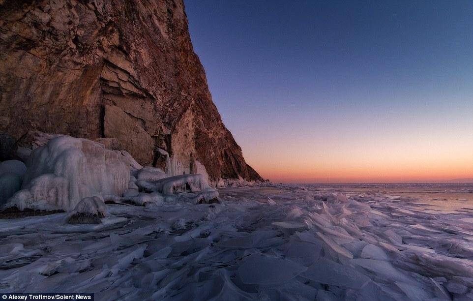 Choáng váng trước cảnh tượng mặt hồ Baikal nứt làm đôi 10