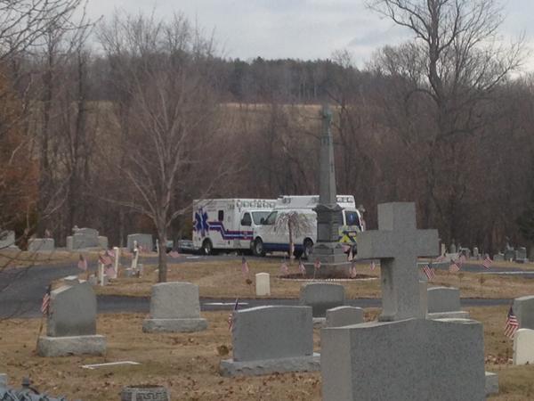 Cụ ông 74 tuổi bị bia đá đè chết khi đi viếng mộ mẹ vợ 2