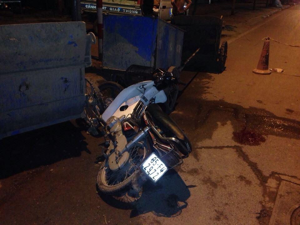 Tông vào xe rác lúc nửa đêm, nam thanh niên bất tỉnh 4