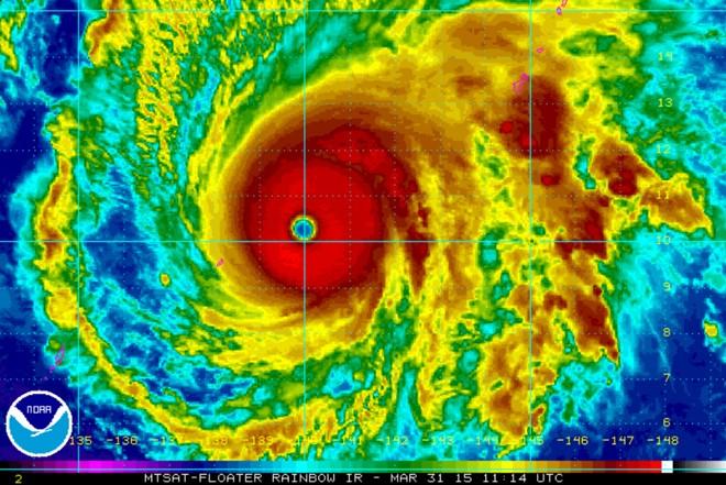 Siêu bão sắp đổ bộ Philippines, quân đội đặt trong tình trạng báo động 3