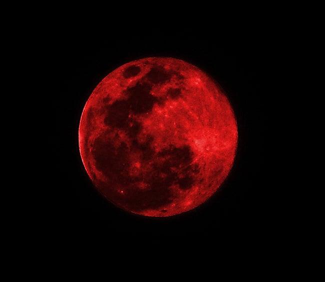 Trăng máu và những lời tiên đoán đáng sợ 1