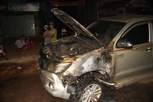 Ô tô bốc cháy dữ dội sau khi gây tai nạn rồi bỏ chạy 1