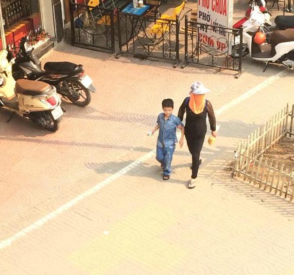 Hà Nội: Khốn khổ nắng nóng đường phố 'trơ bóng' cây xanh 2