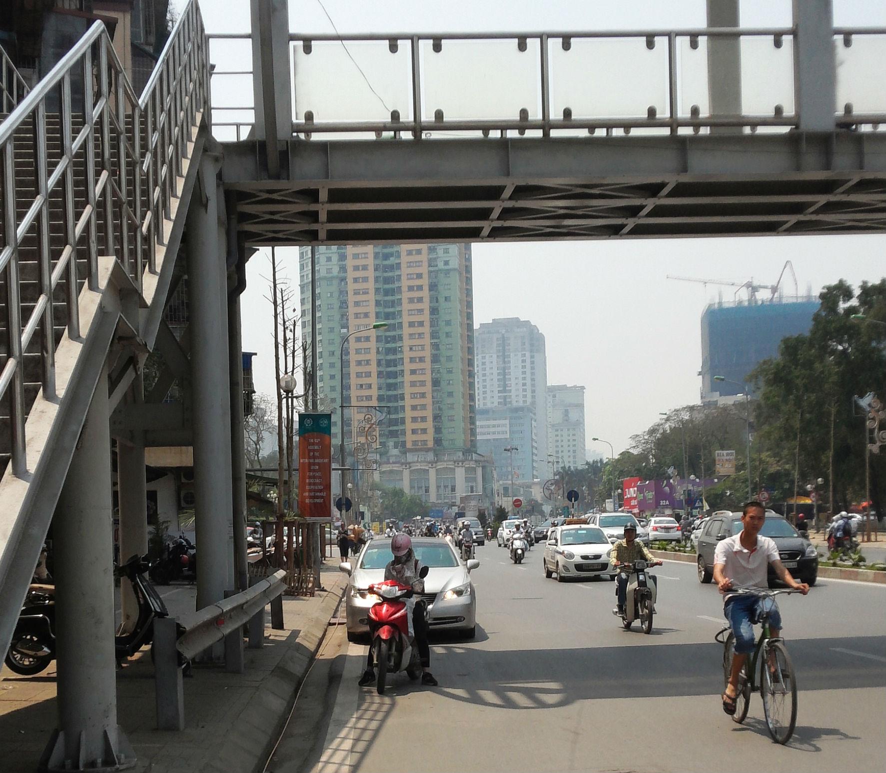 Hà Nội: Khốn khổ nắng nóng đường phố 'trơ bóng' cây xanh 7