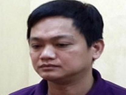 Chém chủ nợ 3 nhát dao vì bị ném chất bẩn: Khởi tố vụ án 1